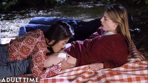 imagen ADULT TIME Teenage Lesbian: Kendra & Kristen- Pussy Eating Picnic