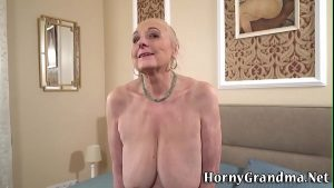 imagen Busty granny gets eaten out pussy creampied