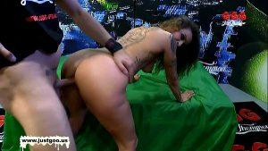 imagen Experienced MILF Tara tries bukkake – German Goo Girls