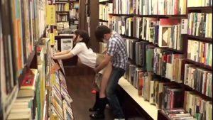 imagen High School Girls Fuck On Books Shop