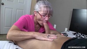 imagen Horny Granny Sucks A Young Dick