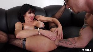 imagen Mr. Pete Fists Veronica Avluv With Whole Fucking Hand