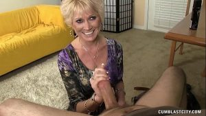 imagen Topless Granny Splattered WIth Cum