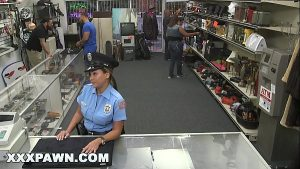 imagen XXX PAWN – Pervy Pawn Shop Owner Fucks Latin Police Officer